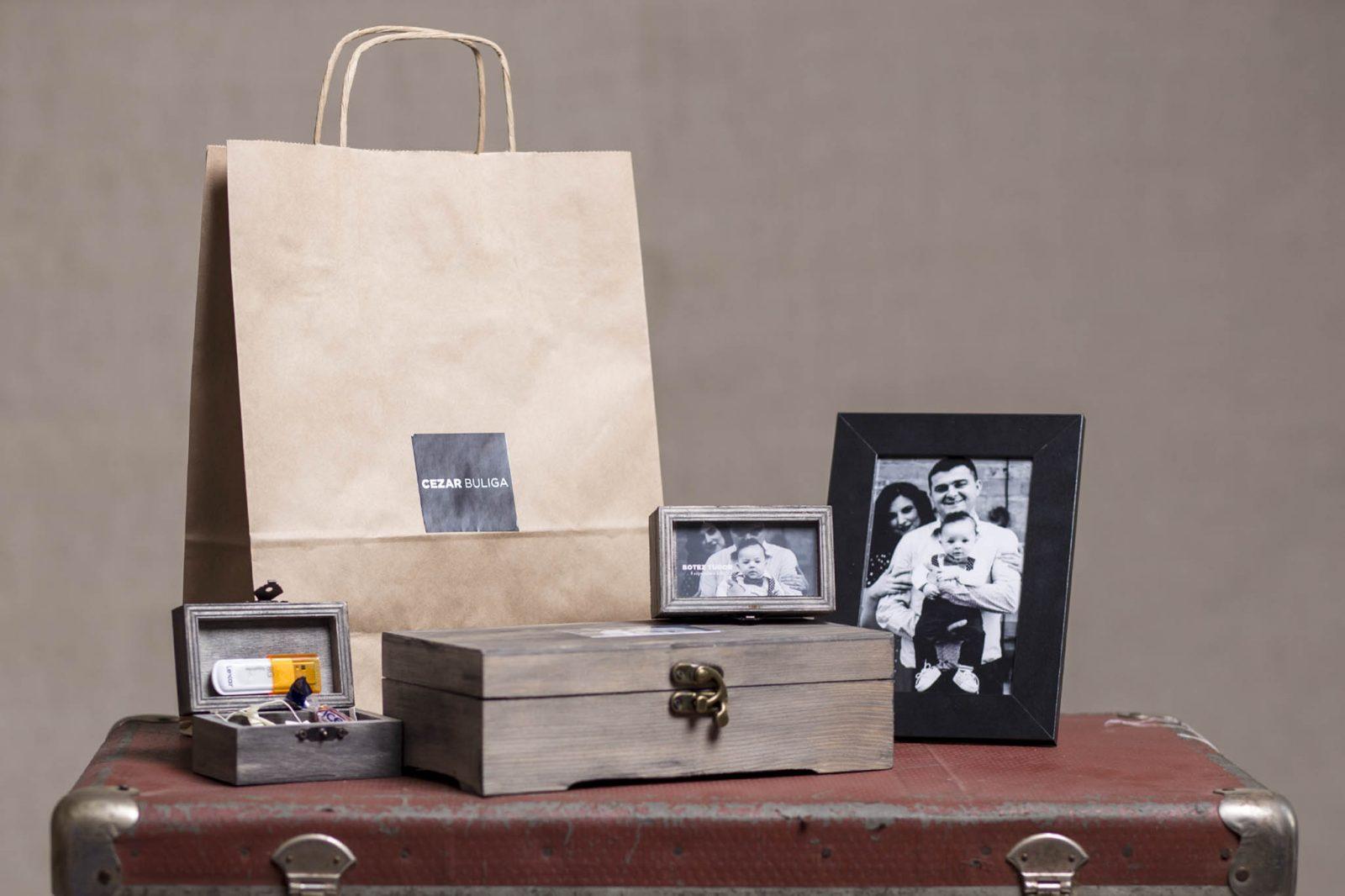 pachet basic fotografie botez cutie lemn usb stick fotografii in rama